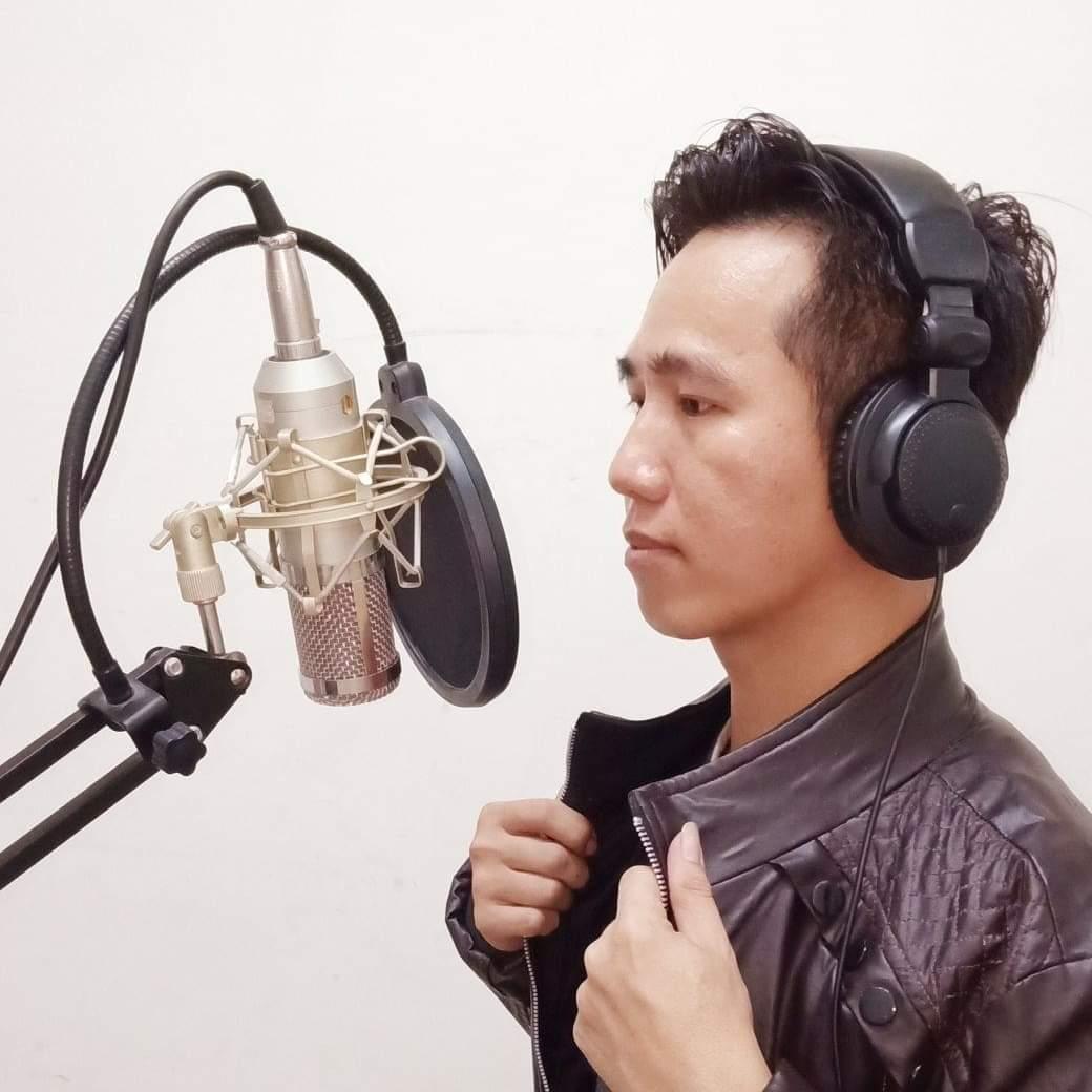 Ca sĩ Hồ Hưng Dũng