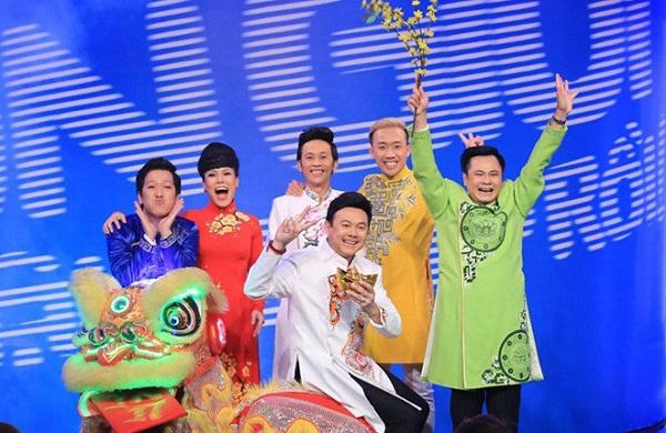 Ảnh danh hài Hoài Linh cùng các đồng nghiệp