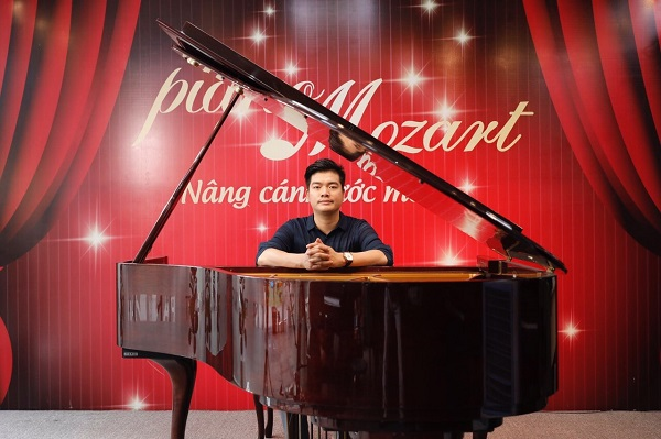 """Nhạc sĩ Phạm Trường: """"Ở Piano Mozart chúng tôi có một đội ngũ nhân sự rất đông đảo, hoàn hảo và chuyên nghiệp."""""""