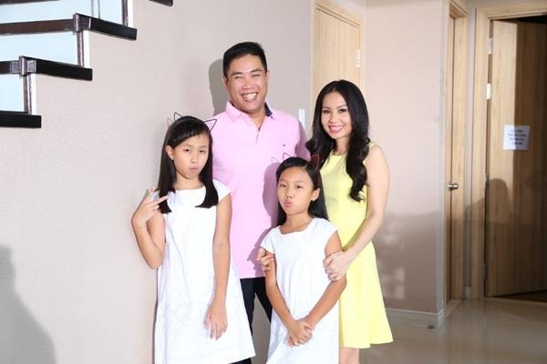 Gia đình nhỏ hạnh phúc to của cặp đôi nghệ sĩ Cẩm Ly - Minh Vy.