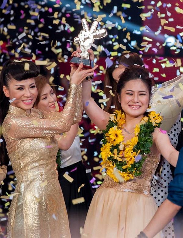 Ca sĩ Hương Tràm thuở mới đăng quang quán quân Giọng hát Việt 2012