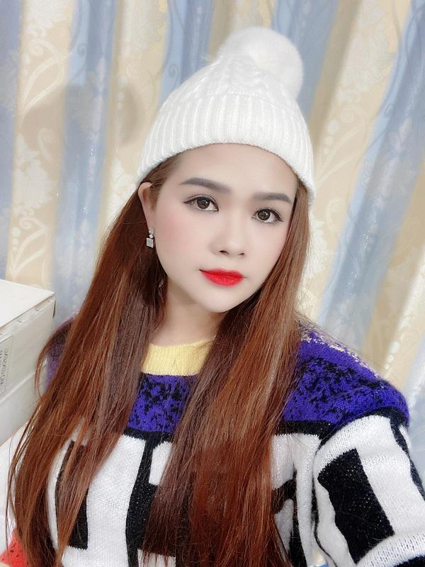 Hình ảnh đời thường của nữ ca sĩ Kim Cương.