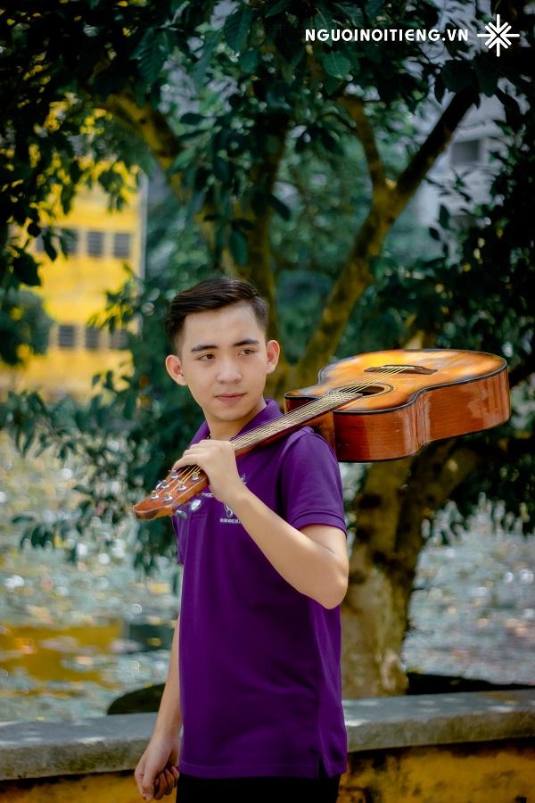 Nam sinh  Đắc Hải, tác giả nhạc phẩm 'Xẩm Bách khoa'.