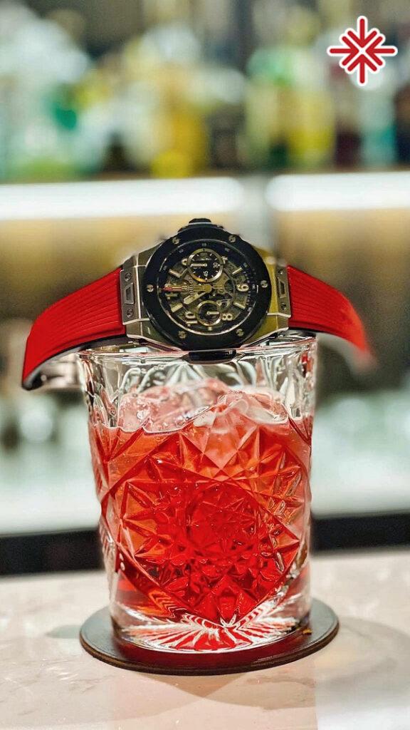 Dưới bàn tay điêu luyện của Trịnh An Thái, đồng hồ và cocktail trở nên hòa hợp một cách lạ thường.