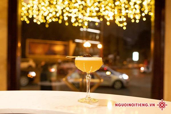 Ly cocktail là nơi cất giữ bí mật của những tâm hồn đồng điệu.