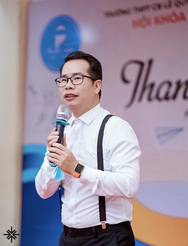 MC Phạm Hồng Phong người chưa bao giờ biết mệt mỏi trong mọi công việc.