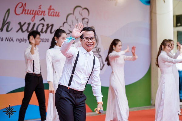 """MC Phạm Hồng Phong """"Ở đâu có khán giả, ở đó sẽ có tôi cầm mic, gắn kết mọi người lại với nhau!"""""""
