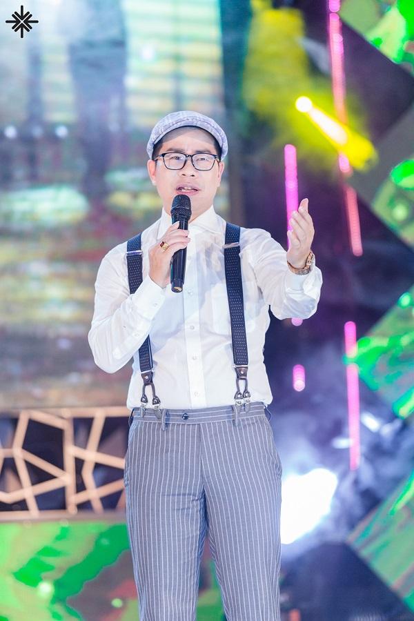 MC Phạm Hồng Phong luôn sẵn sàng truyền cảm hứng và truyền nghề cho các bạn sinh viên.