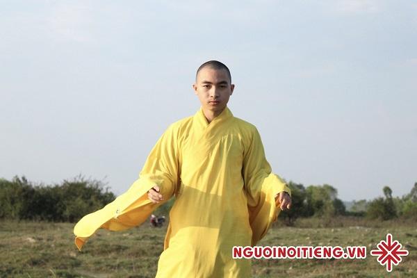Sư thầy Khổng Huy - 'Muốn sống vui vẻ, chúng ta phải học cách chấp nhận sự buồn tẻ, sự rầu rĩ và cả sự cô đơn'.