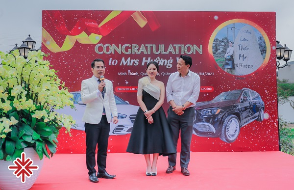 MC Phạm Hồng Phong người truyền lửa cho buổi lễ bàn giao xe chuyên nghiệp.