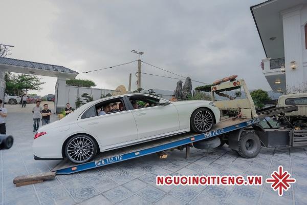 Chiếc Mercedes-Benz S500 (2021) đầu tiên tại Việt Nam của bà Vũ Hường (vườn lan Thác Mơ).