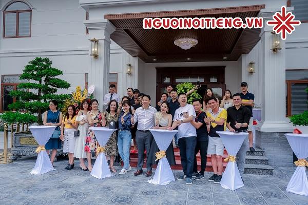 Phần thưởng lớn cho MC Phạm Hồng Phong là những những nụ cười, những cơn mưa lời khen và những tràng pháo tay không ngớt của các quan khách (hội yêu lan trên khắp mọi miền đất nước).