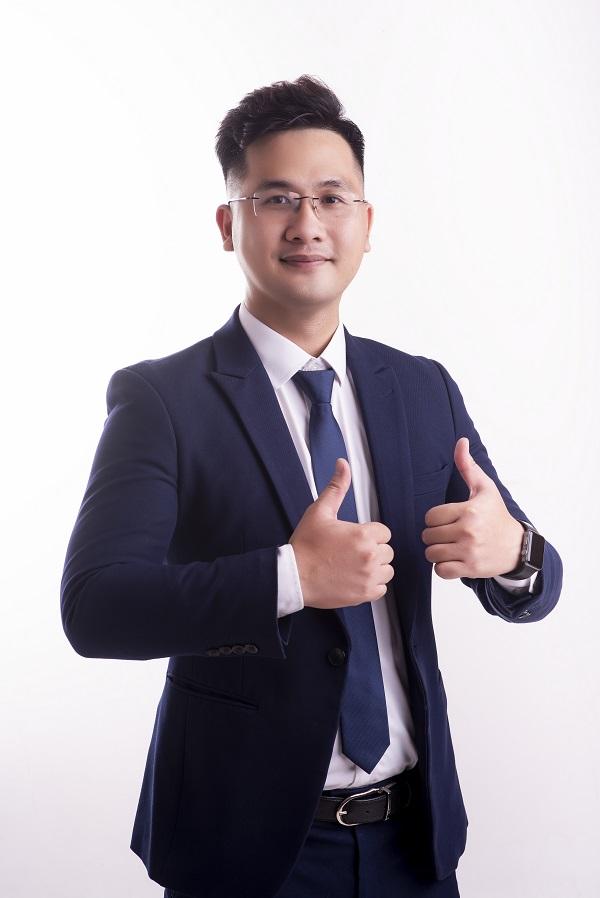 Thầy giáo Dương Hà - 'soái ca tài năng' của Cộng đồng Yêu hóa học Hà Thành.