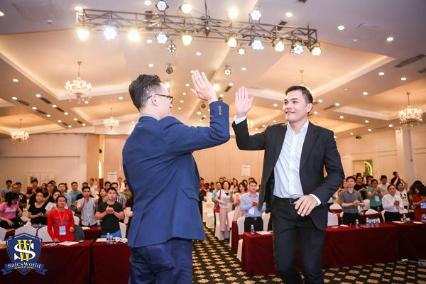 CEO Võ Văn Đảng sáng lập Sales World, với sứ mệnh cung cấp giải pháp bán hàng cho các cá nhân và doanh nghiệp, hỗ trợ họ tăng doanh thu, tăng lợi nhuận và phát triển bền vững.