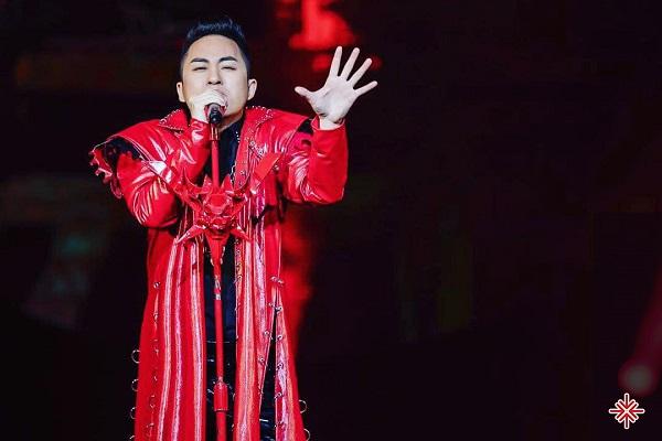 Ca sĩ Tùng Dương được biết đến và được giới mộ điệu yêu mến qua album đầu tay mang tên Chạy Trốn.