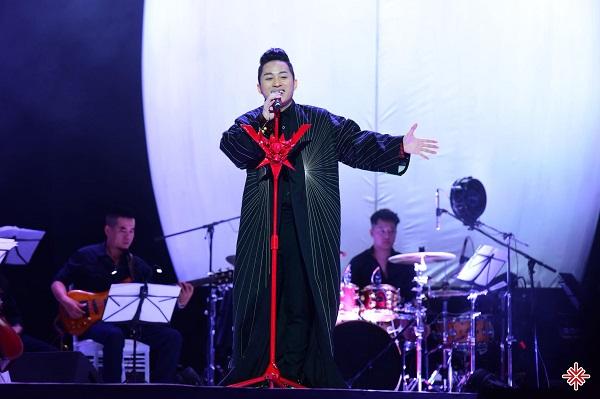 """Chính bản thân ca sĩ Tùng Dương cũng thừa nhận: """"Hát là để người ta thấy tâm vóc của mình!"""""""