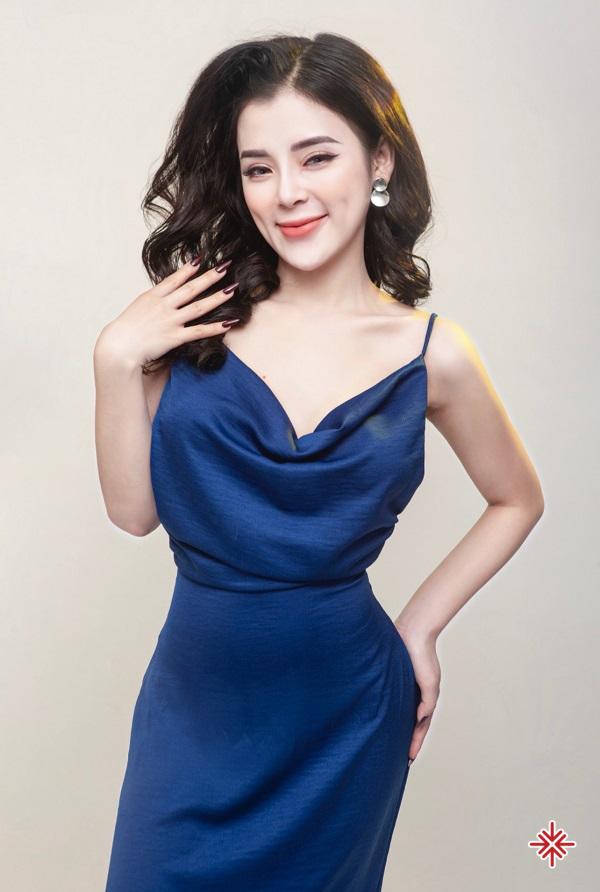 Hot girl Phạm Ngọc Linh đẹp mê mẩn với thân hình chuẩn đồng hồ cát, khiến cho cư dân mạng đứng ngồi không yên.
