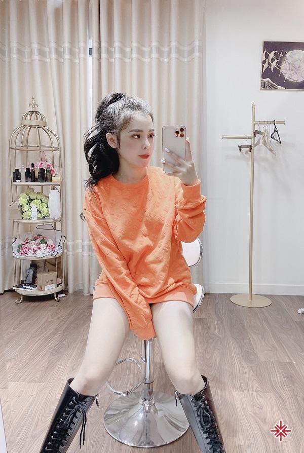 Gương mặt thanh tú và thần thái cuốn hút, mỗi hình ảnh hot girl Phạm Ngọc Linh đăng tải, đều khiến người hâm mộ không thể rời mắt.