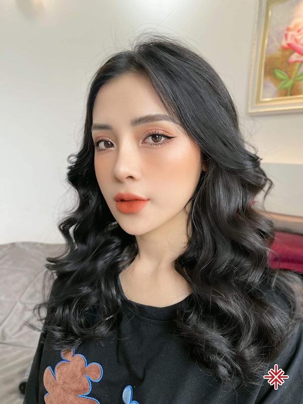 Hot girl Phạm Ngọc Linh - người sở hữu sắc vóc 'hoa nhường nguyệt thẹn'.