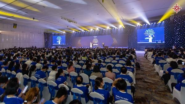 MC Văn Minh, người thầy 'mát tay' với hàng 1.000 học viên ghi danh theo học.