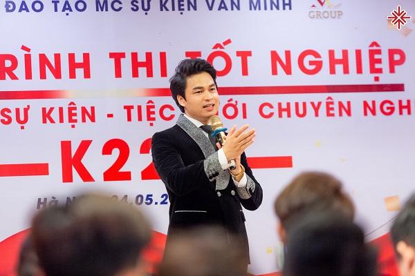 """Ông Nguyễn Văn Minh cho biết: """"Để trở thành 'MC chuyên nghiệp' - học viên được ví như những hạt giống tốt, nếu được gieo trồng đúng nơi mảnh đất màu mỡ, nhất định sẽ đơm hoa kết trái, hứa hẹn những vụ mùa bội thu."""""""