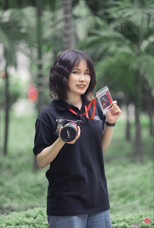 Nhiếp ảnh gia Merchi Nguyen (đại học Bách khoa Hà Nội) người ghi lại khoảnh khắc, những bông hoa nắng trong bộ ảnh 'Bách khoa – hoa nắng'.