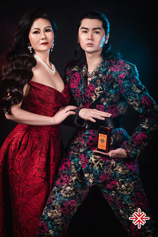 Mẹ của siêu mẫu Nguyễn Đình Quyền sở hữu nhan sắc trẻ trung, xinh đẹp và quý phái.