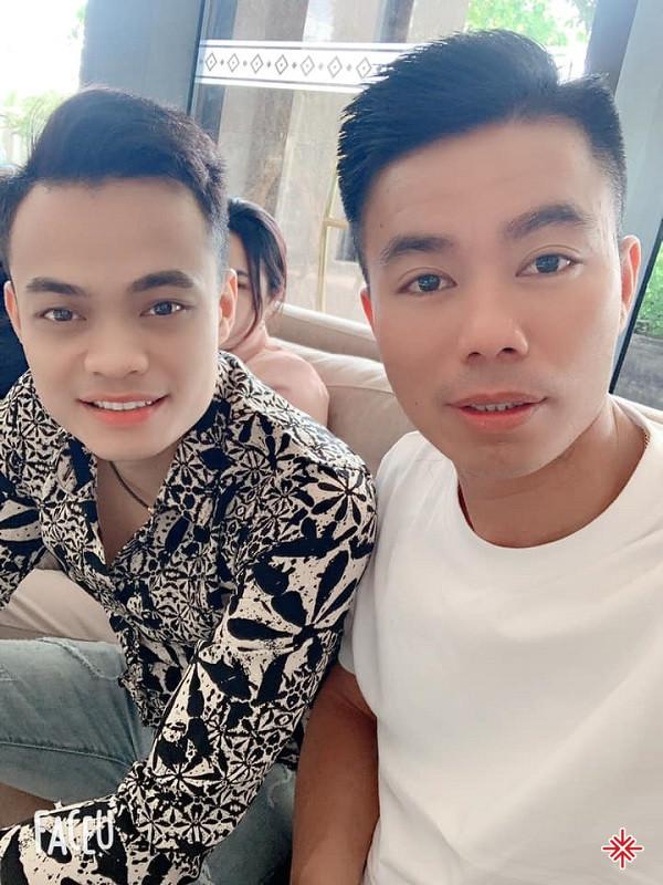 Người anh em thân thiết với YouTuber Nguyễn Luận - Ca sĩ Bùi Duy Đạt (ảnh trái) Nguồn ảnh: Facebook nhân vật - Thứ Tứ, 21 Tháng 4, 2021 lúc 12:37.