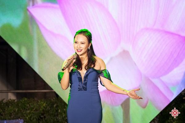 Giọng nữ cao nổi tiếng Khánh Linh với ca khúc Cô Tấm ngày nay chính là cô ca sĩ 'ngậm thìa vàng' khi sinh ra đã được định sẵn sẽ nổi tiếng.