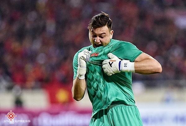 Sau khoảng thời gian thi đấu tại Nga, anh tìm đường quay trở về quê hương. Với quyết tâm phục vụ cho màu cờ sắc áo cho đội tuyển quốc gia Việt Nam.