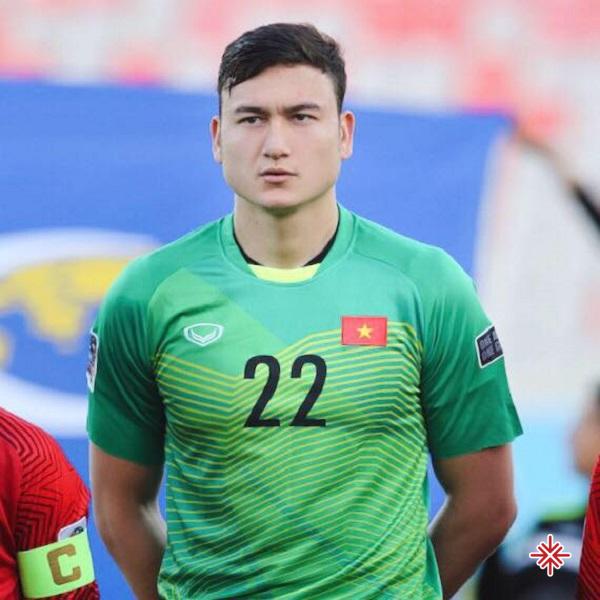 Ngay sau đó, một kỳ Asean Cup 2019 có thể nói là 'kỳ tích' được viết tiếp của 'những chiến binh sao vàng' không thể không kể đến sự xuất sắc từ 'người gác đền số 1'-Đặng Văn Lâm.
