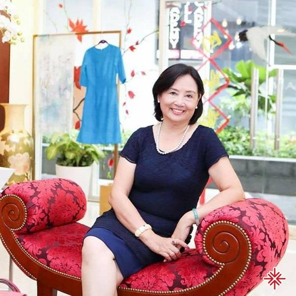 Vẻ đẹp phúc hậu của phu nhân nhạc sĩ Trần Tiến.