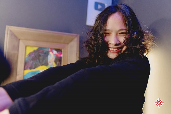 Trần Khánh Ly sở hữu nền tảng đào tạo về âm nhạc vững chắc từ đó cô có năng lực cả về chuyên môn lẫn nhân cách của một bậc tài hoa chân chính.