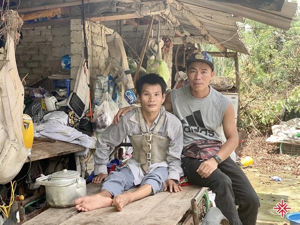 Đoàn viên thanh niên - YouTuber Nguyễn Luận thực hiện khẩu hiệu: 'Ở đâu cần, thanh niên có, ở đâu khó, có thanh niên!'