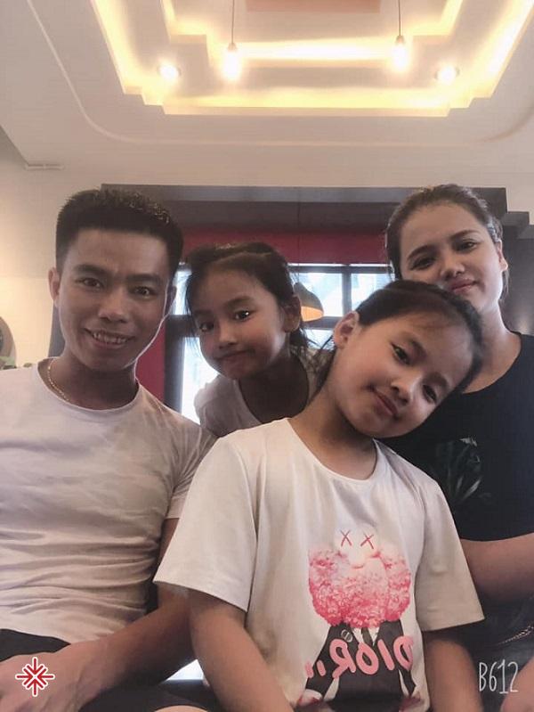 Gia đình 'nhỏ' hạnh phúc 'to' của YouTuber Nguyễn Luận.