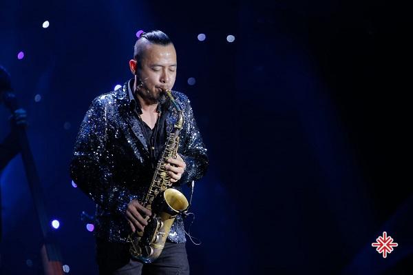 """""""Điều đầu tiên muốn nói đó là giới thiệu du lịch Việt Nam, sau đó mong muốn tặng cho khán giả một thể loại âm nhạc mới được kết hợp với kèn saxophone"""" - Lê Duy Mạnh chia sẻ."""