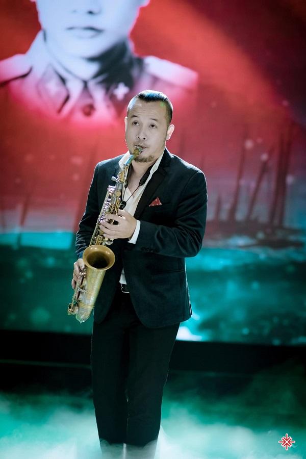 Với Lê Duy Mạnh, âm nhạc cần trải qua sự đào tạo bài bản. Đặc biệt với thứ nhạc cụ 'quý tộc' như Saxophone thì không thể học qua mạng, qua sách báo được.