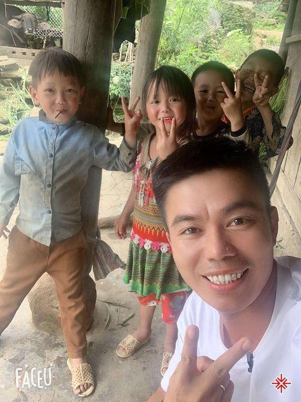YouTuber Nguyễn Luận thường thực hiện, những video clip đậm chất miền quê dân dã, chân chất và rất sống động.