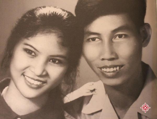 Ngày ấy, Thanh Hương được bao chàng theo đuổi. Nhưng cô chỉ xiêu lòng với anh nhạc sĩ nghèo đến từ Quảng Nam. Đó chính là cố nghệ sĩ tài danh Thuận Yến.