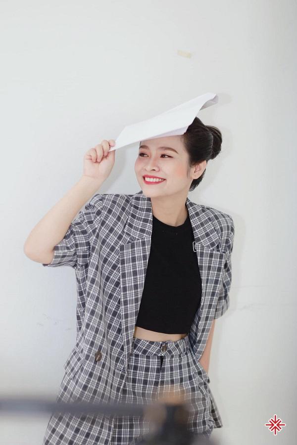 Với các cô chú tại Nhà hát Chèo, cô bé Khánh Ly thực sự là một tiểu thiên thần, một 'thần đồng nhí'.