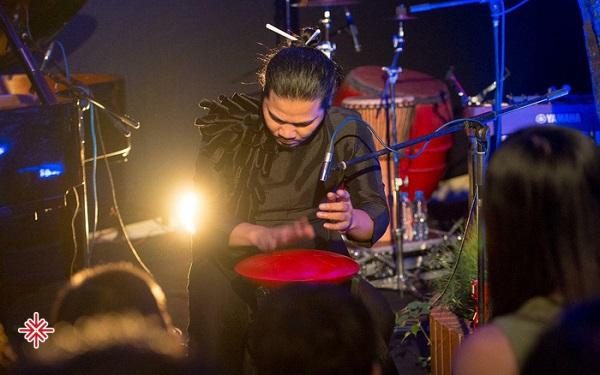 Xuân Hòa là học viên của Học viện Âm nhạc Quốc gia Việt Nam. Sau khi tốt nghiệp, anh lựa chọn Nhà hát Nhạc Vũ Kịch Việt Nam để biểu diễn với tư cách là một tay trống trong ban nhạc.