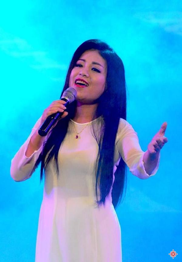 Anh Thơ - Cô gái xứ Thanh nổi tiếng với dòng nhạc thính phòng và trữ tình quê hương.