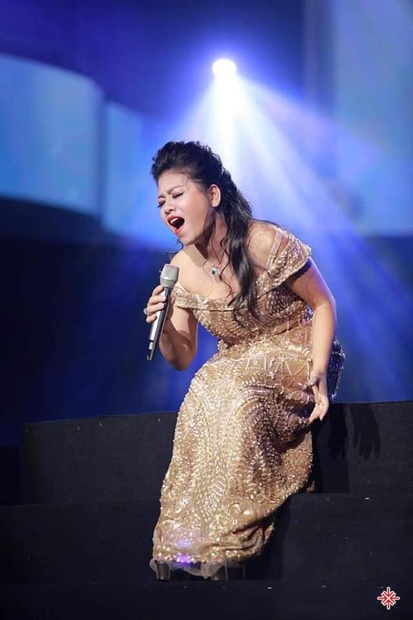 Giọng hát của Anh Thơ giản dị, không phô trương quá nhiều kĩ thuật nên được khán giả ở nhiều tầng lớp khác nhau yêu thích.