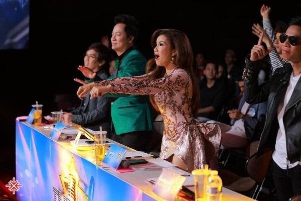 Sau 2 năm khuấy đảo thị trường âm nhạc trong nhóm tam ca, Hạ Vy bất ngờ rời khỏi trung tâm Asia.