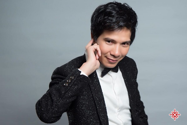 Bằng những sức mạnh tiềm ẩn, ý chí và tài năng ca sĩ Hồ Quang 8 đã khẳng định phong cách rất riêng, từng bước xây dựng một tên tuổi lớn trong làng nhạc Việt.