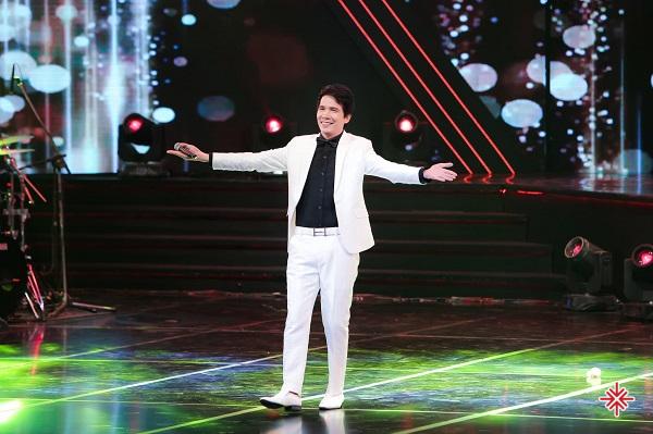 Mỗi khi được phỏng vấn, ca sĩ Hồ Quang 8 không ngại ngần kể lại những ngày tháng tuổi thơ đáng nhớ của mình.