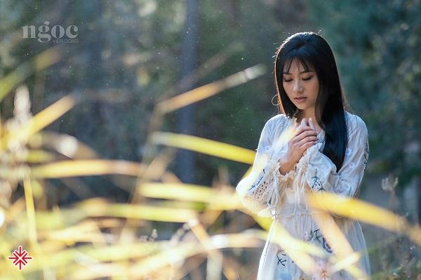 Ca sĩ Hoàng Thục Linh - người 'làm mới' những bản nhạc Vàng bất hủ?
