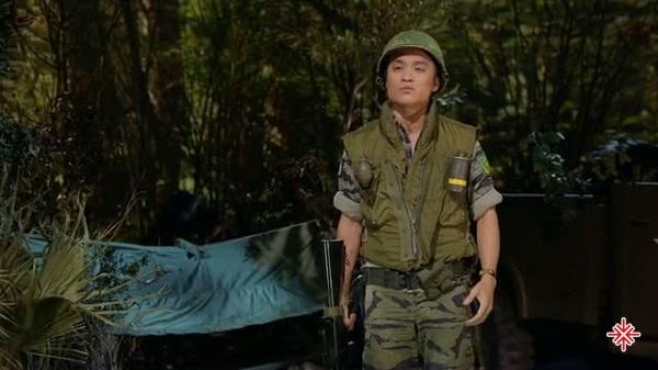 Hình ảnh Huỳnh Phi Tiễn trong những bộ quân phục người lính từng khiến nhiều khán giả cảm động.