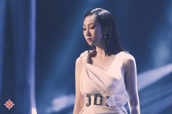 Nhan sắc mong manh yêu kiều gây ấn tượng của ca sĩ Lều Phương Anh.
