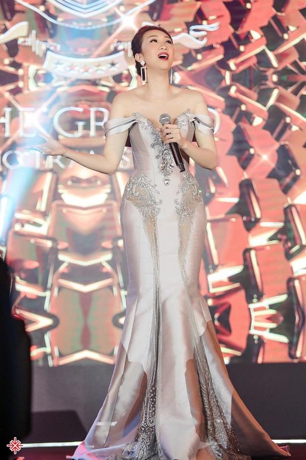 Thừa thắng xông lên, cô ca sĩ Lều Phương Anh tiếp tục ra mắt album đầu tiên trong sự nghiệp ca sĩ của mình mang tên: 'Nếu biết trước'.